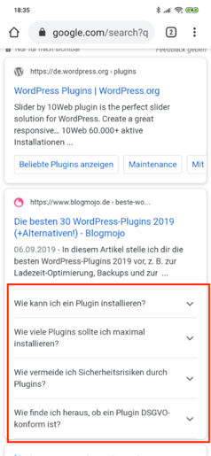 Hier sieht man, wie die FAQPage-Auszeichnung im mobilen SERP dargestellt wird.