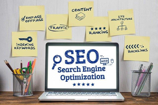 SEO steht für Suchmaschinenoptimierung und beinhaltet eine Vielzahl an Maßnahmen.